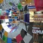 Nokia fait appel à des stripteaseuses, des policiers et des Angry Birds