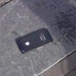 Un iPhone 5 abandonné par terre à Amsterdam