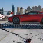 Une Aston Martin Vanquish au sommet de Burj Al Arab