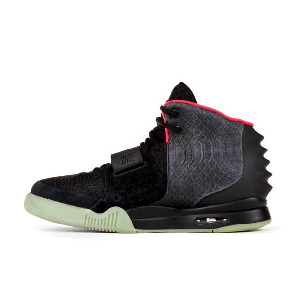 signed-nike-air-yeezy-02