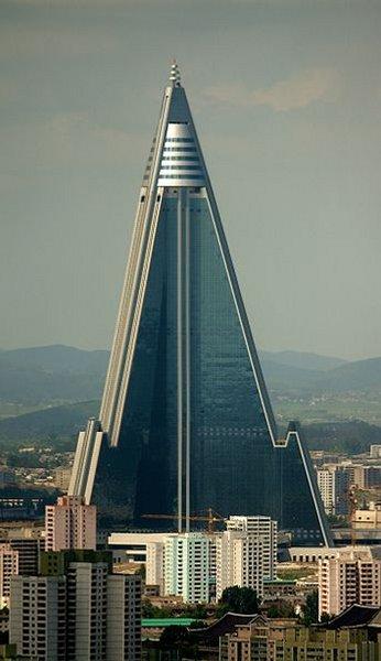 Ryugyong : 330m (Pyongyang, Corée du Nord, 2012)