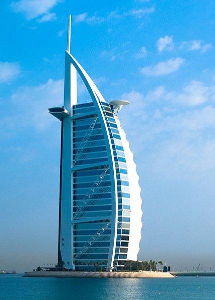 Burj Al Arab : 321m (Dubai, 1999)  1000€ la chambre !