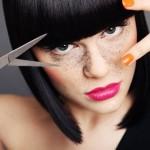 Jessie J se rase la tête pour la bonne cause