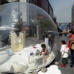 Une jolie fille installée dans un «hôtel bulle» en Chine