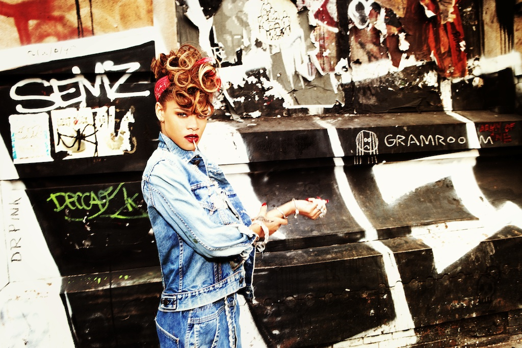 Rihanna_hottestwomanonearth_4