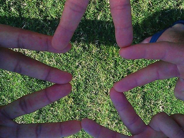 Petite-etoile-avec-les-doigts_exact780x585_l