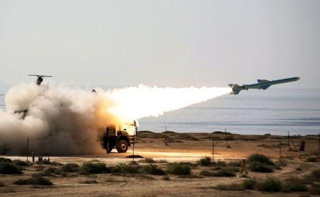 852754_lancerment-d-un-missile-sol-mer-de-200-km-de-portee-par-l-iran-le-2-janvier-2012-pres-du-detroit-d-ormuz