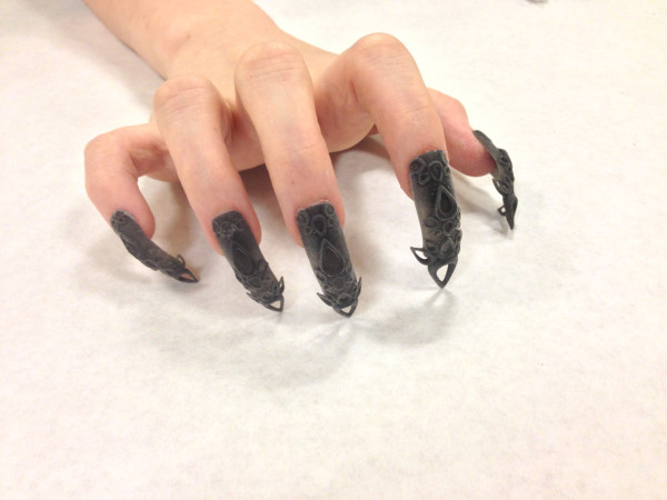TheLaserGirls-3D-Printed-Nails-7-Black-Castle-600x450
