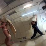 Kate Upton pose en mode gravité zéro