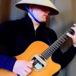 Il reprend la musique de Mortal Kombat à la guitare