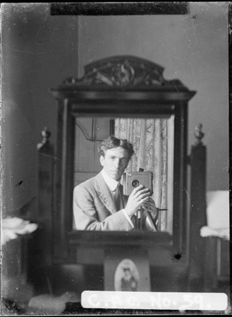 old-selfies-small-mirror-467x640