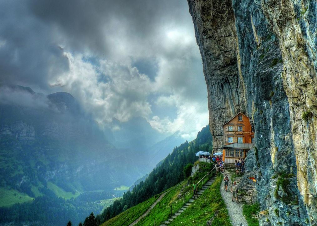 Äscher-Cliff-Restaurant-Ascher-Guesthouse-Switzerland-Mountain-Ancher-1