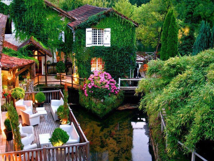 Beautiful-green-Hotel-Le-Moulin-du-Roc-France