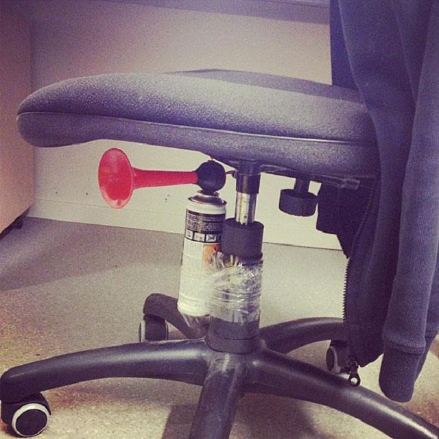 funny-aprils-fool-office-pranks-10