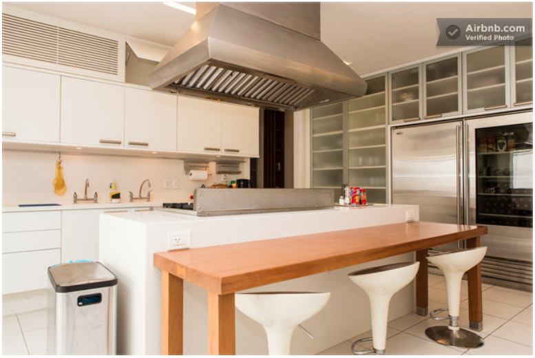 vous pouvez louer la villa de ronaldinho pour 79 329 par semaine welovebuzz. Black Bedroom Furniture Sets. Home Design Ideas