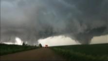 Deux tornades fusent et détruisent un village au Nebraska