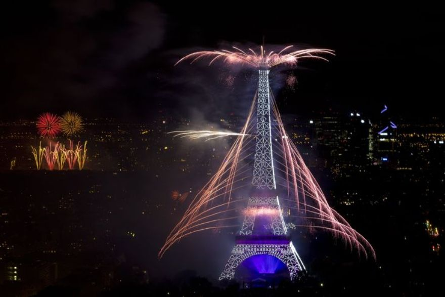 4457301_6_b45e_fireworks-burst-around-the-eiffel-tower-in_1e9a38f43423a59f5b6c39a4f0602b98