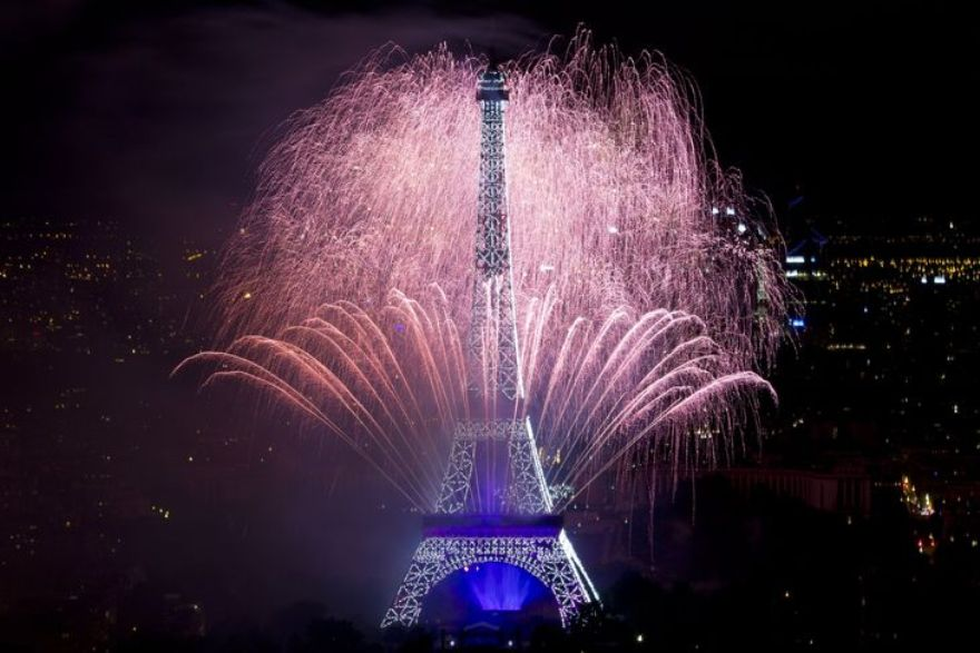 4457302_6_6c08_fireworks-burst-around-the-eiffel-tower-in_140906989e605d27818f9a45902e3423
