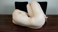 Elle prend son corps nu en photo pour marquer les signes du temps