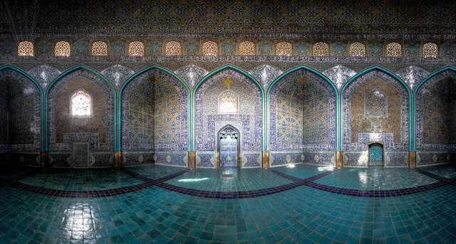 Incredible-and-Colorful-Mosque-7-640x343