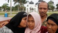 Une jeune indonésienne retrouve ses parents dix ans après le tsunami