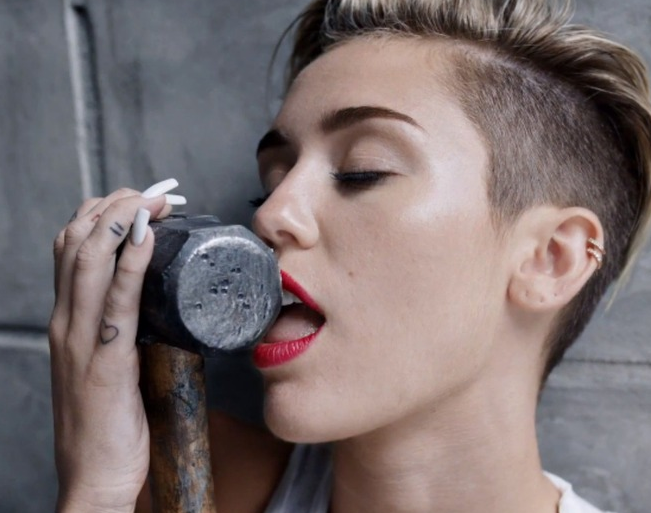 miley-cyrus-that-grape-juice-2013