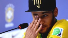 Neymar signe un autographe et écope d'une amende de 6000 euros