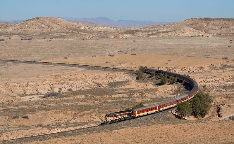 800px-ONCF_DH_370_with_passenger_train_near_Oued-Metlili