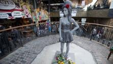 Une statue en bronze pour les 31 ans d'Amy Winehouse