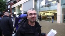 Il attend 44 heures devant l'Apple Store pour reconquérir le coeur de sa femme