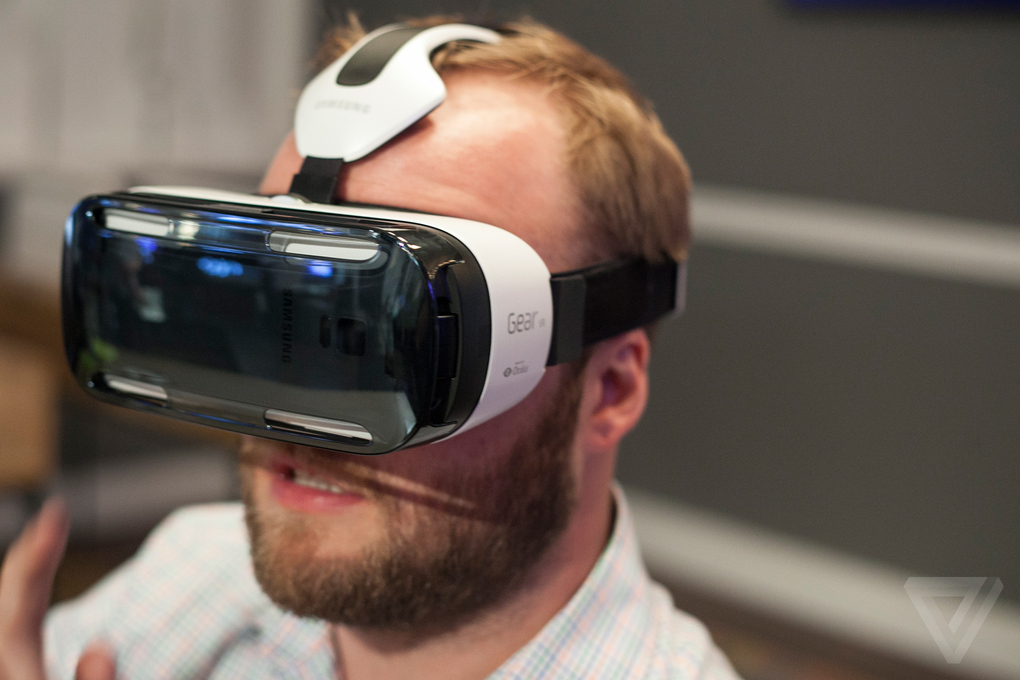 samsung-unpacked-gear-vr-4_2040_verge_super_wide
