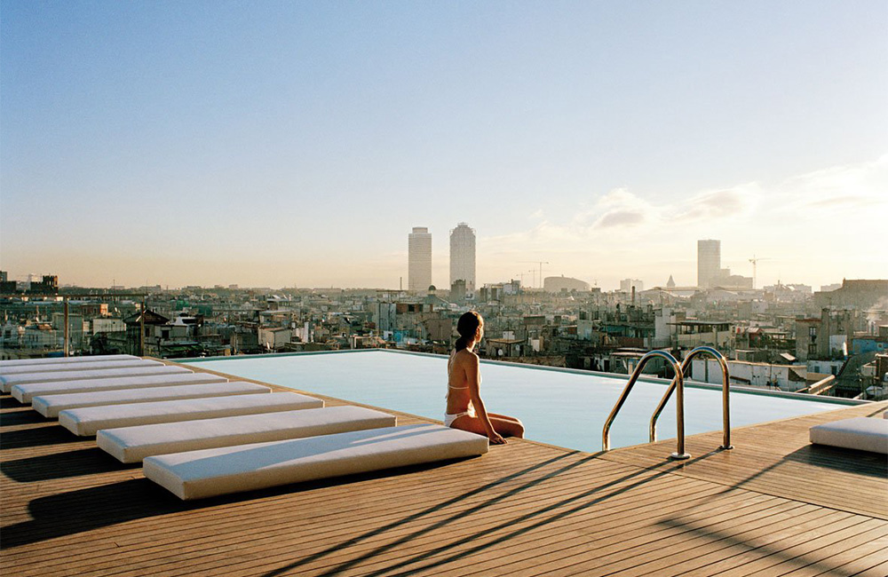 8 Grand Hotel Central Barcelona Pool