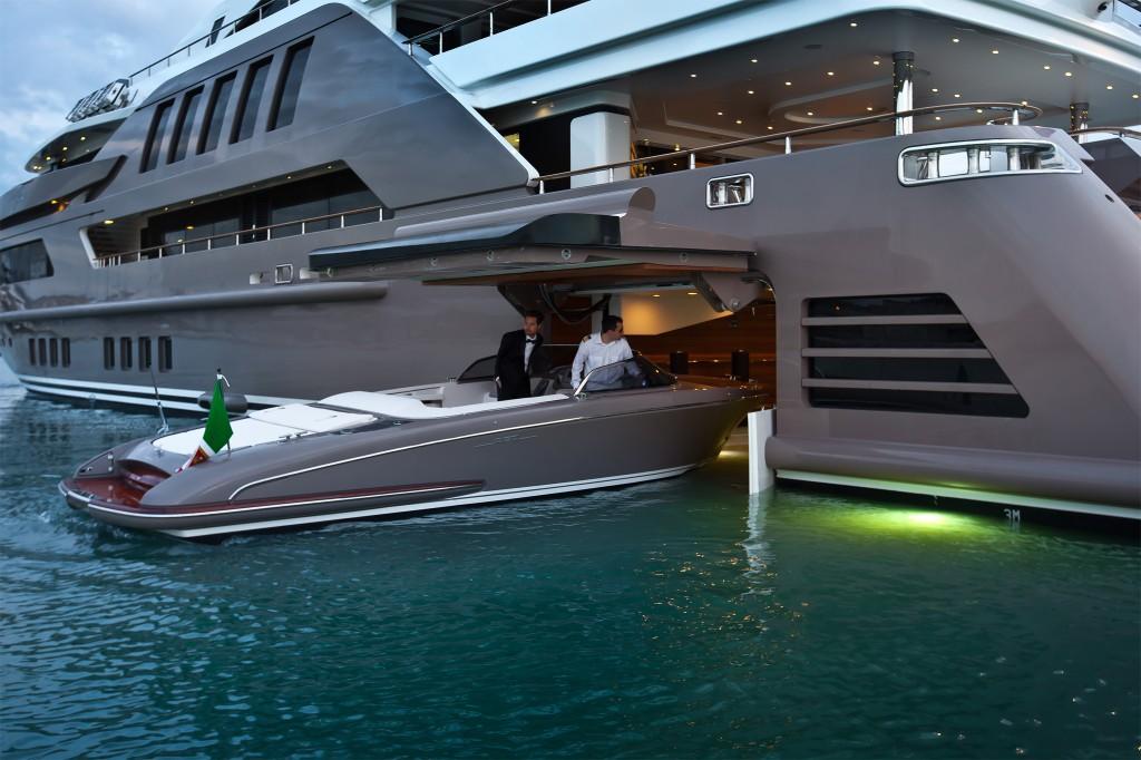 D couvrez le premier yacht au monde avec un garage int gr - Amenagement interieur de garage ...