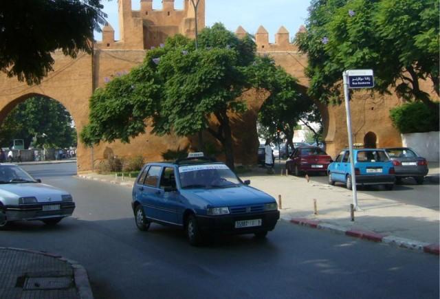 les taxis marocains en couleurs welovebuzz. Black Bedroom Furniture Sets. Home Design Ideas