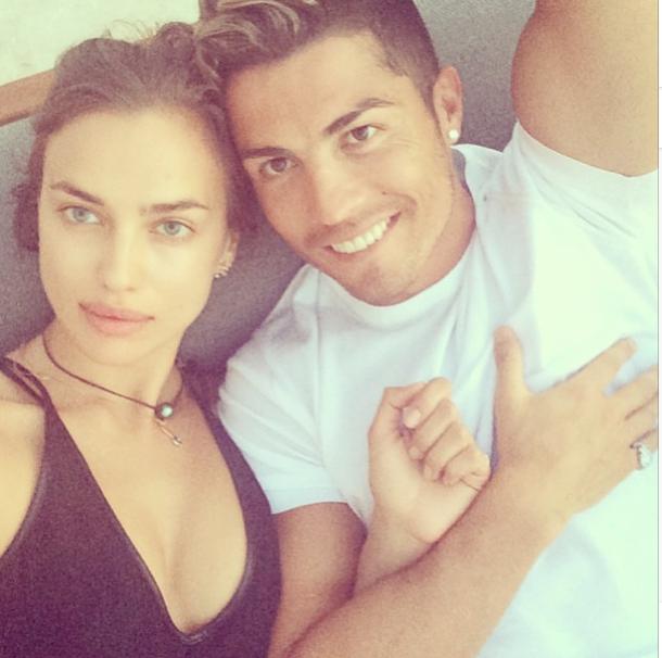 Irina-Shayk-et-Cristiano-Ronaldo-en-vacances-a-Mykonos_portrait_w674