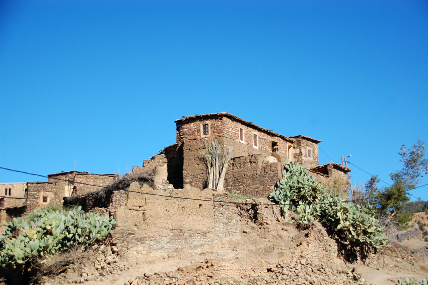 MTB-Central-Atlas-Mountains-morocco-house