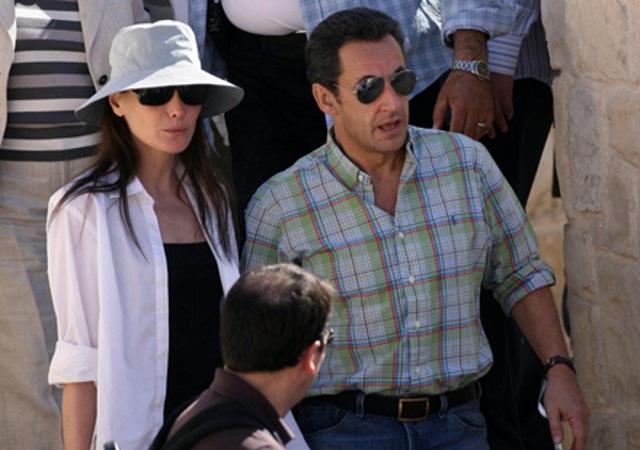 Nicolas-Sarkozy-et-Carla-Bruni-sont-en-vacances_exact1024x768_l