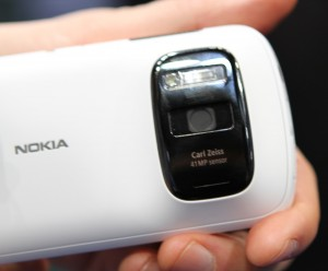 nokia-808-with-pureview-camera