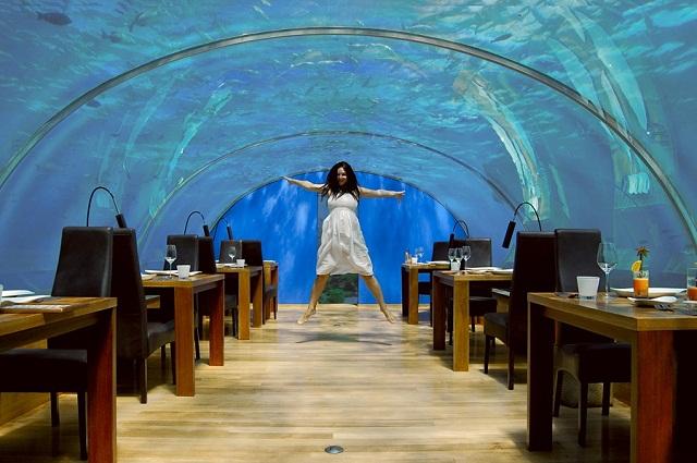 1238217369_ithaa-undersea-restaurant-01