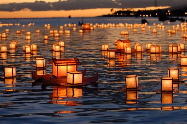 253356__hawaii-lanterns-floating_p