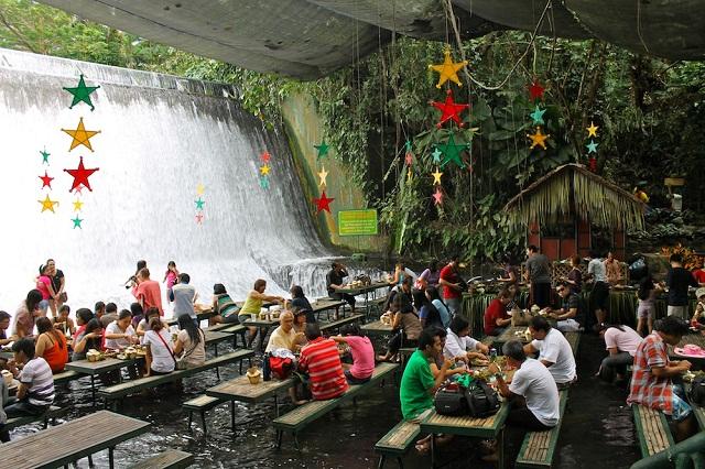 Escudero-Waterfall-Restaurant