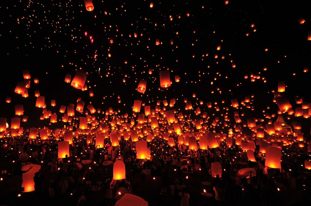 Lanterns-in-the-sky-for-Yi-Ping