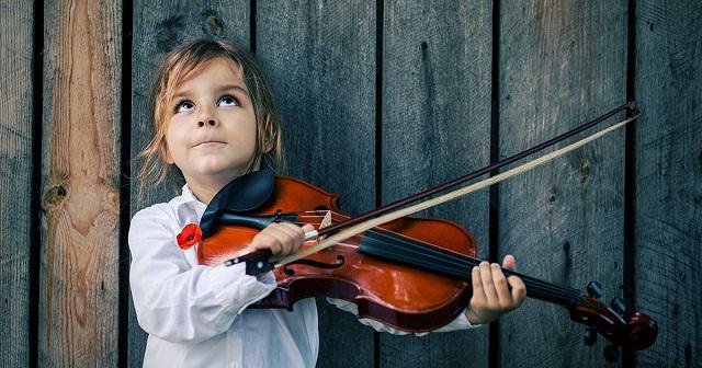 une-enafnt-musique1