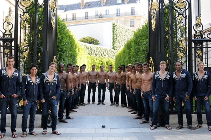 Abercombrie_and_Fitch_opening_paris_05
