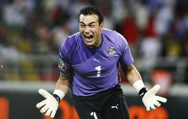 Egypt's goalie Essam El Hadary celebrates after his team scored during the Africa Cup of Nations final against Ghana in Luanda January 31, 2010. REUTERS/Finbarr O'Reilly (ANGOLA - Tags: SPORT SOCCER)