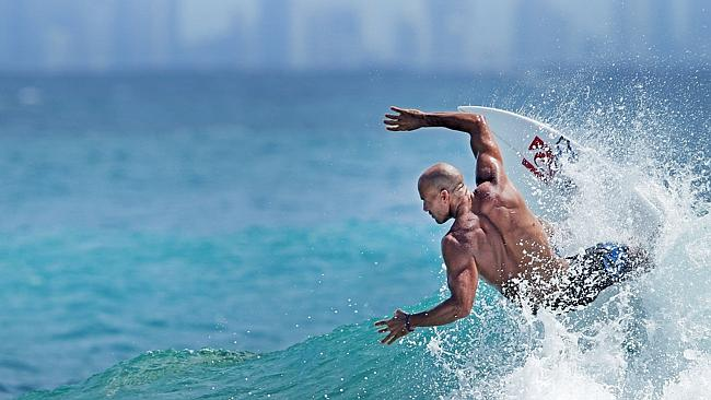 Kelly Slater enjoys a free surf before round 3 of the Quiksilver Pro kicks off at Snapper Rocks. Pic by Luke Marsden.