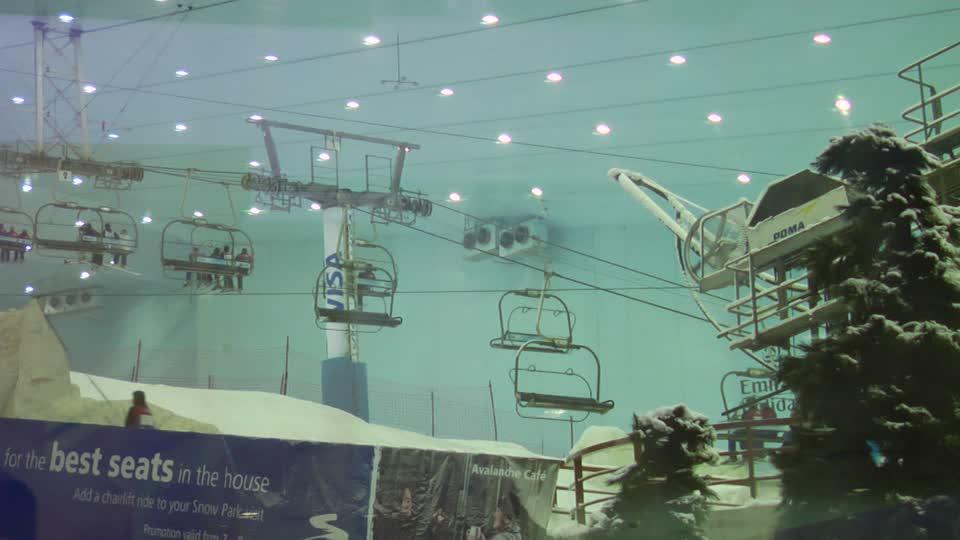 709754697-ski-dubai-mall-of-the-emirates-telesiege-remonte-pente