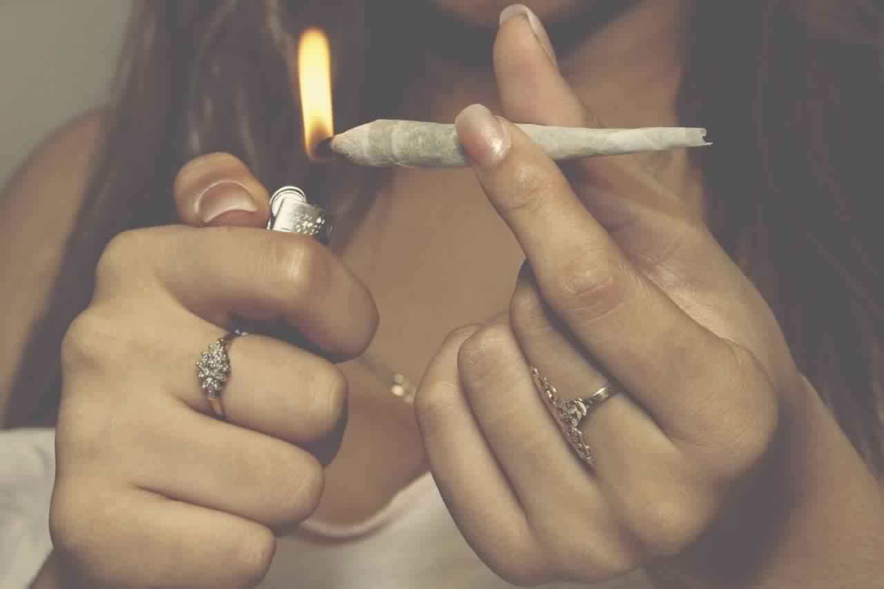 people-smoking-weed-tumblr-7616-2805