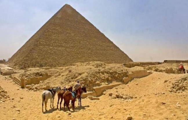 648x415_tribunal-egyptien-condamne-mardi-trois-allemands-six-egyptiens-a-cinq-ans-prison-avoir-vole-echantillons-pierre-fragments