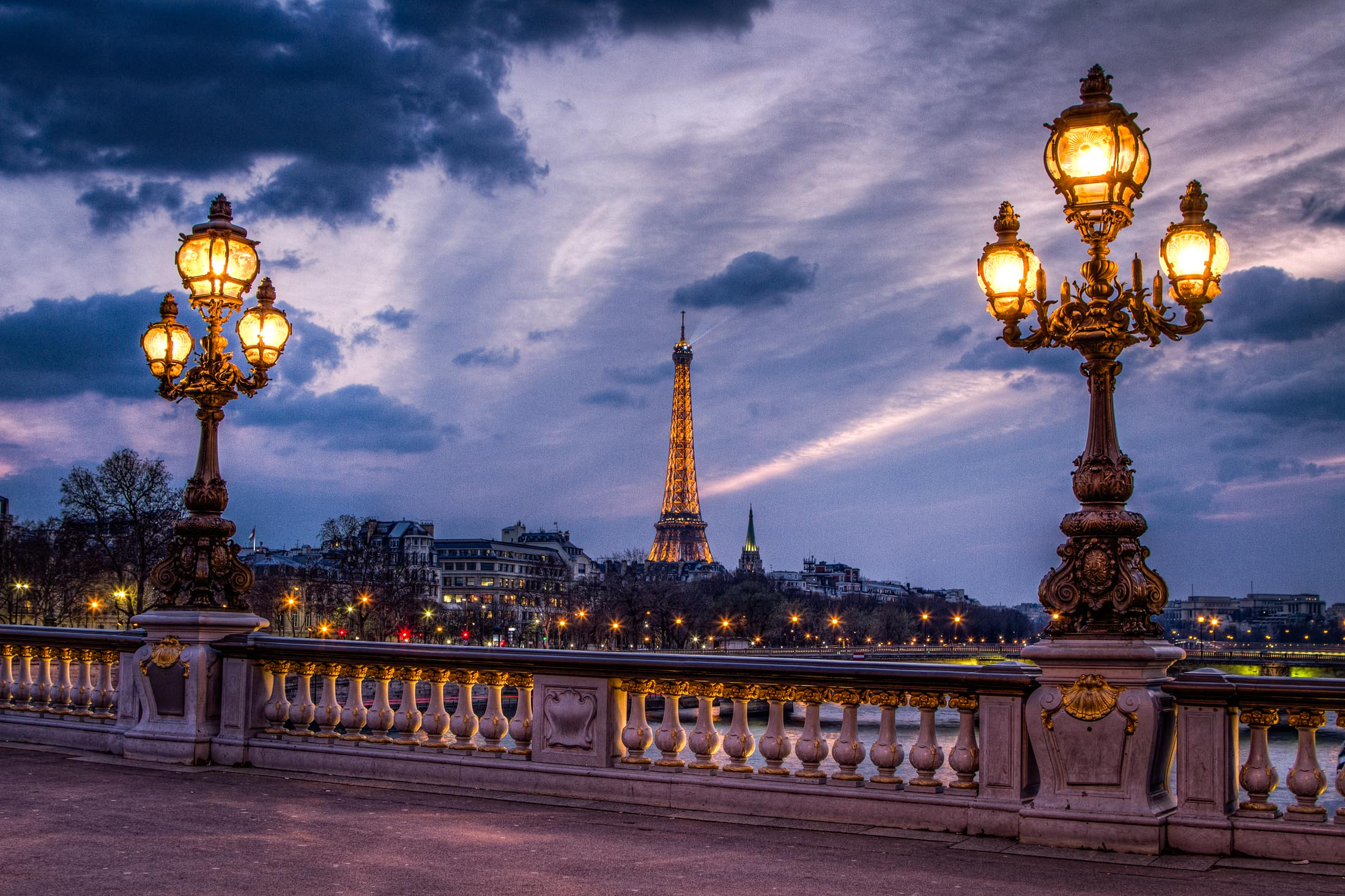 eiffel-tower-alexander-three-paris-Tours-juifs-paris